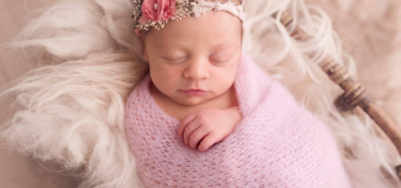 Romy, séance nouveau-né par Petits Minois