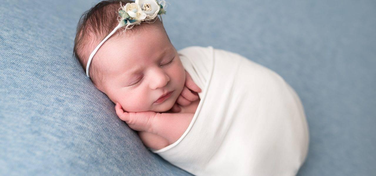 La séance naissance de la jolie Salomé/ Petits Minois photographe
